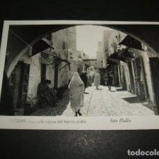 Postales: TETUAN UNA CALLE TIPICA DEL BARRIO ARABE FOTO RUBIO. Lote 84511736