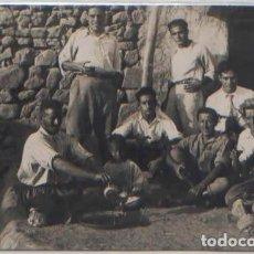 Postales: POSTAL FOTOGRAFICA MELILLA ? SOLDADOS TOMANDO EL TE EN CASA DE MOHAMED MARRUECOS ESPAÑOL 1931. Lote 90821145