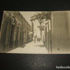 Postales: LARACHE MARRUECOS PROTECTORADO ESPAÑOL UNA CALLE POSTAL FOTOGRAFICA 1926. Lote 97673439