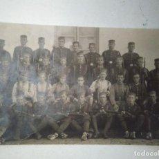 Postales: POSTAL FOTOGRÁFICA DE SOLDADOS ESPAÑOLES. Lote 100433647