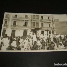 Postales: TETUAN MARRUECOS ESPAÑOL LA PASCUA DEL CARNERO EL JALIFA Y SU ACOMPAÑAMIENTO DESFILANDO POSTAL FOTOG. Lote 110246331
