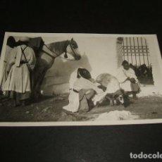 Postales: TETUAN MARRUECOS ESPAÑOL LA PASCUA DEL CARNERO EL JALIFA SACRIFICANDO EL CORDERO POSTAL FOTOGRAFICA. Lote 110250639