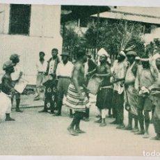 Postales: GUINEA CONTINENTAL- EXPOSICION IBERO-AMERICANA, SEVILLA-1929- UN PEQUEÑO BALELE ENTRE BATAS. Lote 112965487