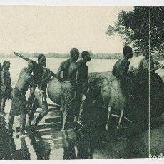 Postales: GUINEA CONTINENTAL- EXPOSICION IBERO-AMERICANA, SEVILLA-1929- RECOGIDA DE TROZA DE OKUMEN EN EL RIO. Lote 112966919