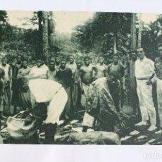 Postales: GUINEA CONTINENTAL- EXPOSICION IBERO-AMERICANA, SEVILLA-1929- RACIONAMIENTO DE BRACEROS EN UNA FINCA. Lote 113244847