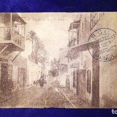 Postales: ANTIGUA POSTAL ALCAZARQUIVIR, CALLE LAS PALOMAS, PROTECTORADO MARRUECOS. Lote 121270603