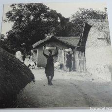 Postales: GRAN FOTOGRAFIA DE MUJERES DE GUINEA ECUATORIAL, FOTOGRAFO J. JIMENEZ, GRAN TAMAÑO MIDE 30 X 29,5 CM. Lote 127620651