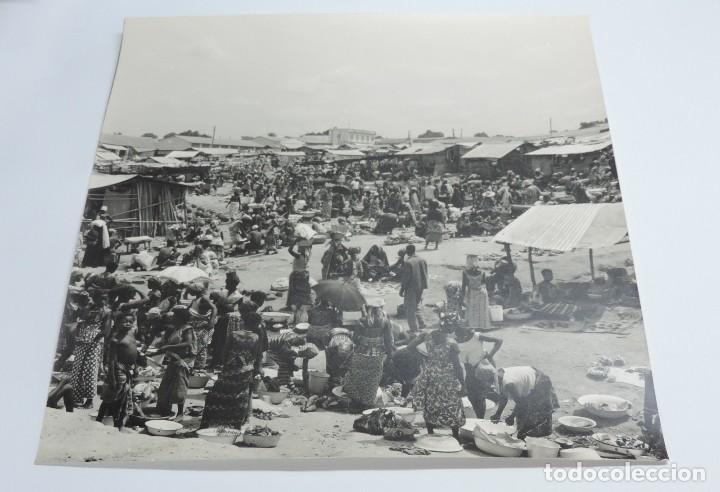 Postales: GRAN FOTOGRAFIA DE UN DIA DE MERCADO EN GUINEA ECUATORIAL, FOTOGRAFO J. JIMENEZ, GRAN TAMAÑO MIDE 30 - Foto 2 - 127621243