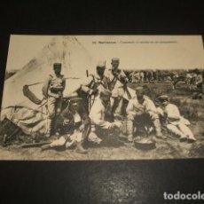 Postales: MARRUECOS GUERRA DE AFRICA COMIENDO EL RANCHO EN UN CAMPAMENTO. Lote 139126534