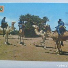 Postales: POSTAL DEL SAHARA : CARAVANA DE MEHARISTAS. CIRCULADA DESDE BIR Nº 1 A SEVILLA, SELLO SAHARA. Lote 169120568