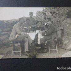 Postales: GUERRA DE AFRICA GRUPO DE SOLDADOSY OFICIAL A LA MESA POSTAL FOTOGRAFICA HACIA 1915. Lote 183690751