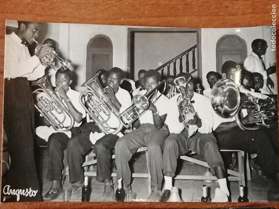 Postales: FOTO POSTAL LOTE 2 GUINEA ESPAÑOLA. Orquestina de Santa Isabel i bailes nativos de Santa Isabel - Foto 2 - 194006470