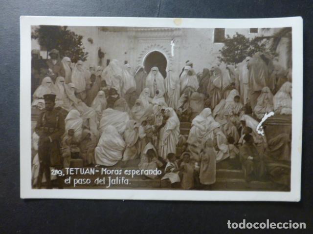 TETUAN MARRUECOS MORAS ESPERANDO EL PASO DEL JALIFA (Postales - Postales Temáticas - Ex Colonias y Protectorado Español)