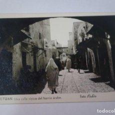 Postales: ANTIGUA POSTAL CPA, TETUÁN, CALLE TÍPICA DEL BARRIO ÁRABE, VER FOTOS. Lote 245084520