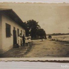 Postales: FOTOGRAFÍA BATA, GUINEA ECUATORIAL, 8X6 CM. Lote 260505045
