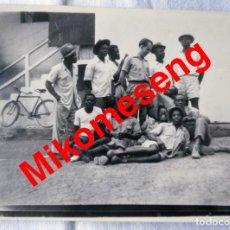 Postales: MIKOMESENG. GUINEA ECUATORIAL. FOTO DE GRUPO. 1957.. Lote 293793328