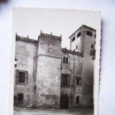 Postales: POSTAL DE CACERES - PALACIO DE LOS GOLFINES DE ABAJO. FACHADA (SIN CIRCULAR). Lote 24462308