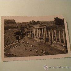 Postales: POSTAL DEL TEATRO ROMANO DE MÉRIDA, CIRCULADA SIN SELLO. AÑO 1957. ARRIBAS. POSTAL 361. Lote 19703493