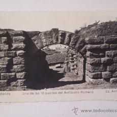 Postales: MÉRIDA (UNA DE LAS PUERTAS DEL ANFITEATRO ROMANO) - ED. ARRIBAS. Lote 22922309