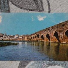 Postales: POSTAL DE MÉRIDA (BADAJOZ) AÑOS 60. PUENTE ROMANO Y RIO GUADIANA. Lote 24691660