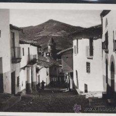 Postales: MONASTERIO DE GUADALUPE (CÁCERES).- BAJADA DE LA CALLE REAL. Lote 30700072