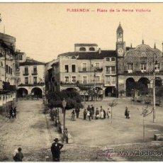 Postales: BONITA POSTAL - PLASENCIA (CACERES) - PLAZA DE LA REINA VICTORIA - MUY AMBIENTADA . Lote 36200679