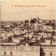 Postales: BONITA POSTAL - BADAJOZ - AYUNTAMIENTO Y VISTA PARCIAL . Lote 36360973