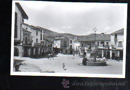 TARJ. POSTAL DE GUADALUPE - PLAZA DEL GENERALISIMO. 4. GARCIA GARRABELLA (Postales - España - Extremadura Antigua (hasta 1939))