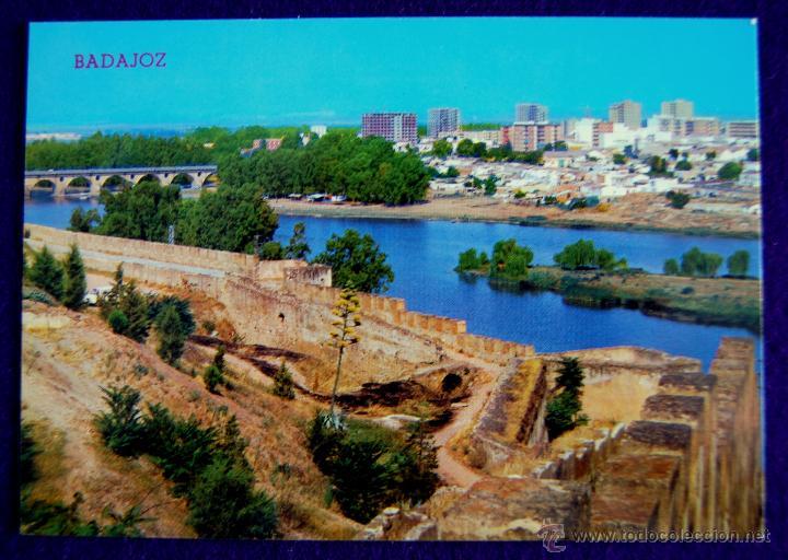 POSTAL DE BADAJOS. MURALLAS DEL CASTILLO Y RIO GUADIANA. EDICIONES PARIS. AÑOS 60. (Postales - España - Extremadura Moderna (desde 1940))