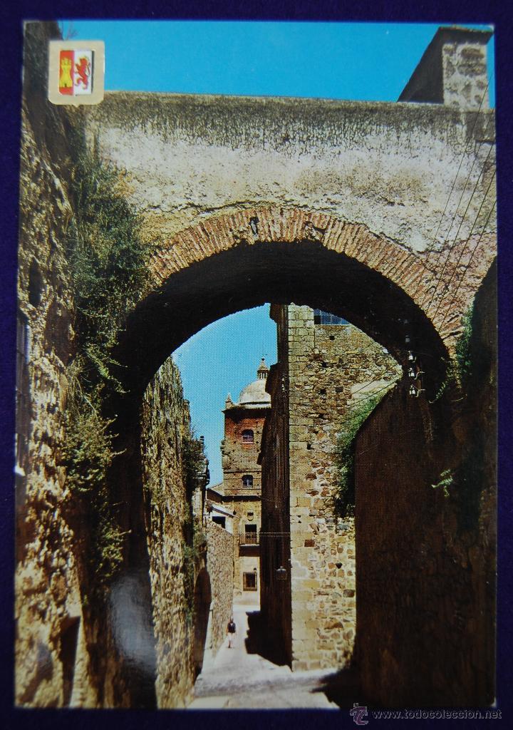 POSTAL DE CACERES. Nº16 ARCO DEL ADARVE. AÑOS 60 (Postales - España - Extremadura Moderna (desde 1940))