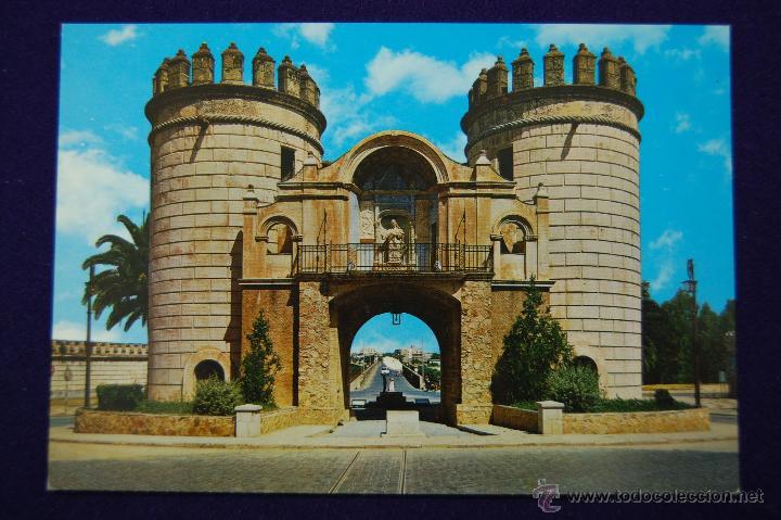 POSTAL DE BADAJOZ. PUERTA DE PALMA. AÑOS 60. (Postales - España - Extremadura Moderna (desde 1940))