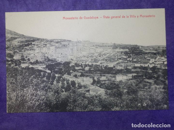 POSTAL - ESPAÑA - CÁCERES - MONASTERIO DE GUADALUPE - VISTA GENERAL DE LA VILLA Y - 2894 THOMAS (Postales - España - Extremadura Antigua (hasta 1939))