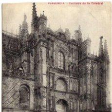 Postales: INTERESANTE POSTAL - PLASENCIA (CACERES) - FACHADA DE LA CATEDRAL - AMBIENTADA. Lote 37323211