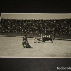 Postales: BADAJOZ PLAZA DE TOROS CORRIDA PASES POSTAL FOTOGRAFICA FRANCISCO OLIVENZA FOTOGRAFO. Lote 103865779