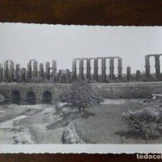 Postales: MÉRIDA. ACUEDUCTO Y PUENTE ROMANO EL ALBARREGAS. ARRIBAS. MARGEN ONDULADO.. Lote 105223743