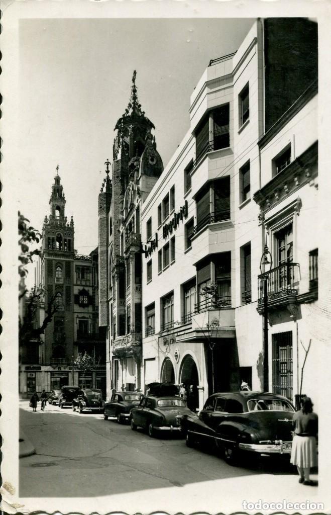 BADAJOZ-PLZA DE LA SOLEDAD Y HOTEL MADRID-COCHES- ARRIBAS Nº N63 RARA (Postales - España - Extremadura Moderna (desde 1940))