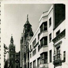 Postales: BADAJOZ-PLZA DE LA SOLEDAD Y HOTEL MADRID-COCHES- ARRIBAS Nº N63 RARA. Lote 128652143