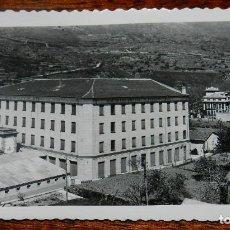 Postales: FOTO POSTAL DE CÁCERES, BAÑOS DE MONTEMAYOR, GRAN HOTEL Y CHALET VILLA CARMÉN, CIRCULADA.. Lote 139736370