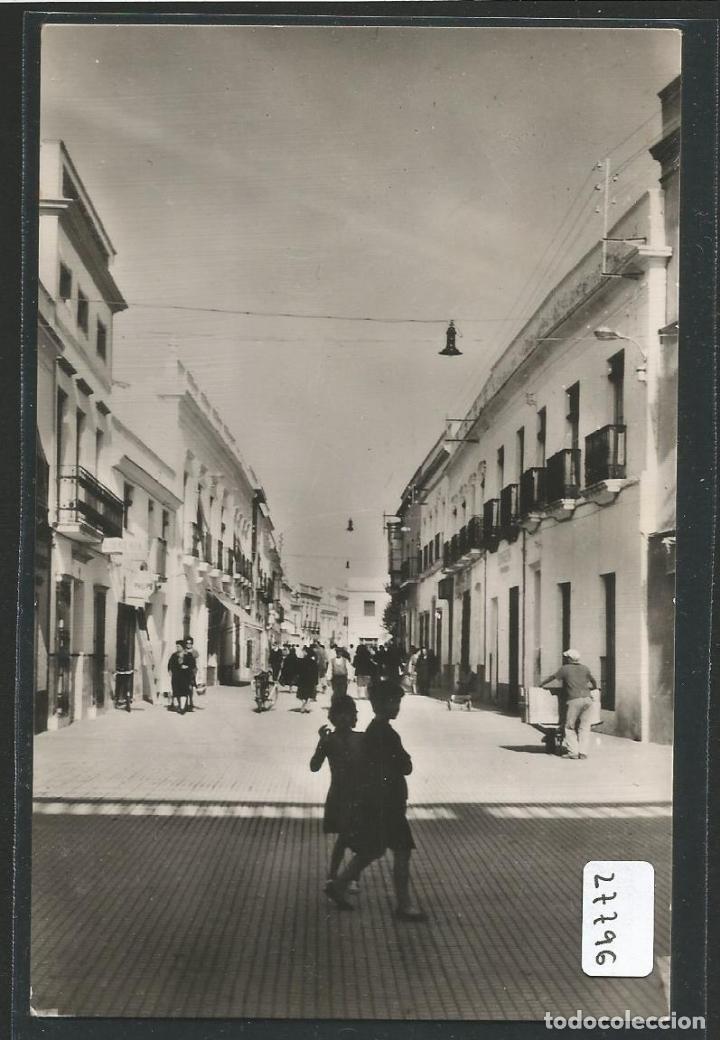 VILLAFRANCA DE LOS BARROS - CALLE COMANDANTE CASTEJÓN - P27796 (Postales - España - Extremadura Moderna (desde 1940))
