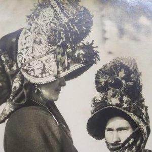 Mujeres de Montehermoso. Cáceres. Publicidad Cartón Garriga 14,5 x 9,5 cm