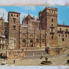 Postales: GUADALUPE (CÁCERES) POSTAL NO.86, PLAZA Y FACHADA PRINCIPAL DEL MONASTERIO (S. XIV-XV) RENAULT 4. Lote 155272494