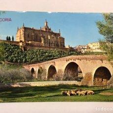 Cartes Postales: CORIA (CÁCERES) POSTAL NO.2004, PUENTE ROMANO. AL FONDO LA CATEDRAL. EDITA: ED. ARRIBAS (H.1960?). Lote 174399874