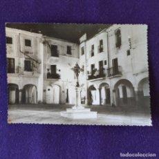 Postales: POSTAL DE ZAFRA (BADAJOZ). PLAZA CHICA. AÑOS 50. Lote 178285508