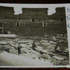 Postales: FOTO POSTAL DE MERIDA (BADAJOZ) TEATRO ROMANO, ABRIL 1921, SIN CIRCULAR, REALMENTE EXCEPCIONAL. Lote 179221385
