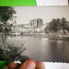 Postales: POSTAL PLASENCIA LA CATEDRAL DESDE EL RIO 1957 ESCRITA. Lote 182754998