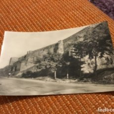Postales: ANTIGUA POSTAL FOTOGRÁFICA BADAJOZ MURALLAS DE LA ALCAZABA . Lote 183028417