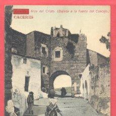 Postales: CACERES-ARCO DEL CRISTO (BAJADA A LA FUENTE DEL CONCEJO) SIN CIRCULAR, PAPELERIA ALCOYANA. Lote 184228171