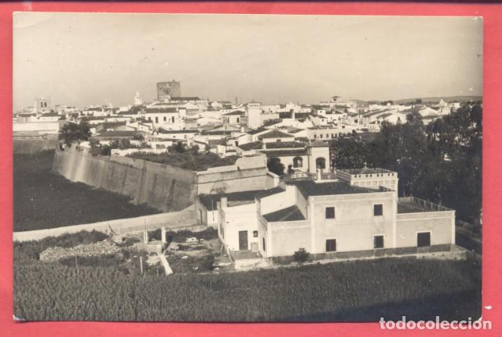 OLIVENZA (BADAJOZ) 21 VISTA GENERAL (SECTOR ESTE) EDICIONES ALARDE B/N, CIRCULADA AÑOS 60,VER FOTOS (Postales - España - Extremadura Moderna (desde 1940))