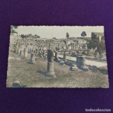 Postales: POSTAL DE MERIDA (BADAJOZ). TEATRO ROMANO. RESTO DE COLUMNATAS ROMANAS. AÑOS 50.. Lote 222036430
