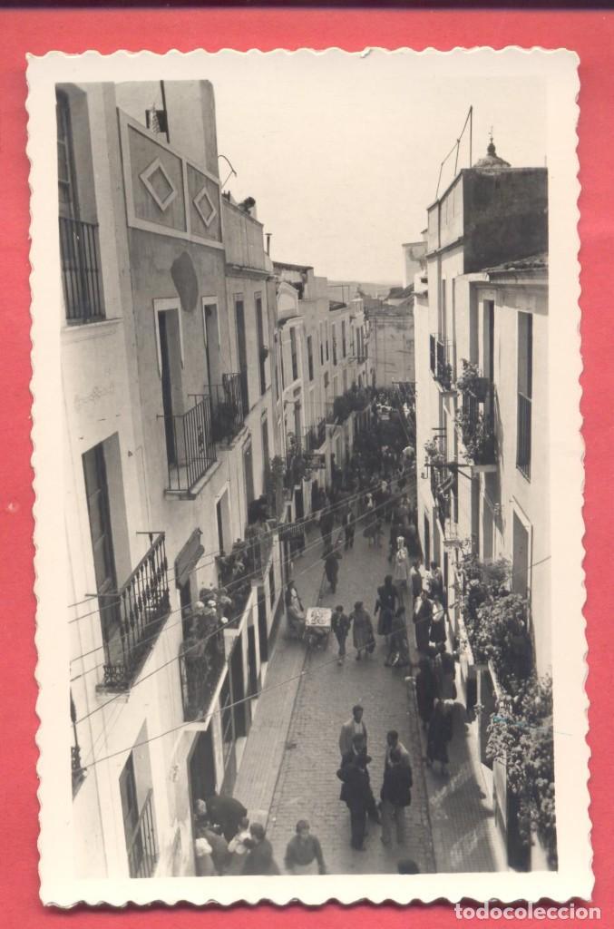 BADAJOZ 61 TIPICA CALLE DE LA ZAPATERIA, VARIEDAD ED. M. ARRIBAS. EN REVERSO DENTADA, S/C, (Postales - España - Extremadura Moderna (desde 1940))